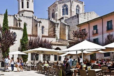 Doble con balcón + baño privado - Figueres - Apartment