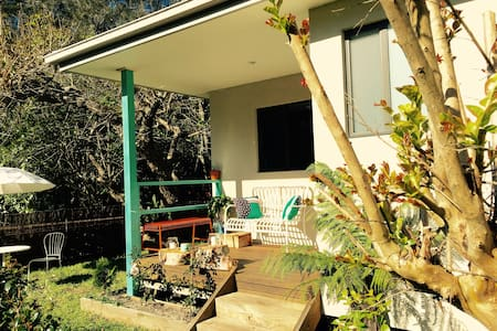 Bundeena Cottage - A walk away from the beach - Bungalow