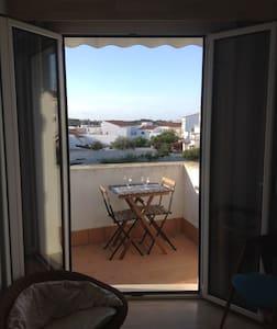 Tranquilo y cómodo apartamento en centro/sur isla - Apartamento