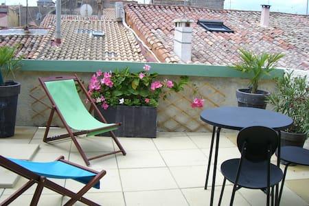 Maison de village toit terrasse proche plages - Townhouse