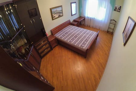 Private bedroom, near metro station - Apartment