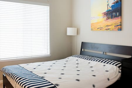 Master Suite w/ Private Bath, 150M Wifi & Parking - Foster City - Townhouse