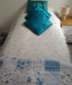Wirral (to Liverpool) private room - Birkenhead - Bed & Breakfast