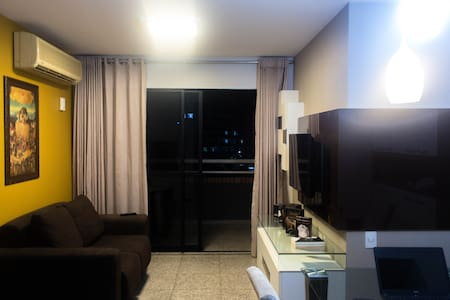 1 block to the biggest interurban park of Latin America, Cocó, there is a clean and confortble room waiting for you. It's very close to 3 supermarkets, banks and bus lines. There is a bathroom disponible for you and washing machine.