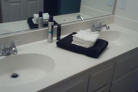 Room #3 / Twin Size Bed - Canyon Country  - Talo