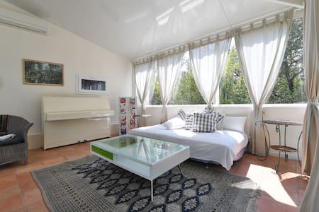 Chambre d'hôte mas contemporain - Tornac - Bed & Breakfast