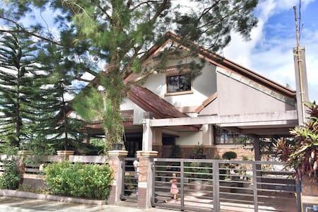 Royale Tagaytay House - Alfonso - Ev