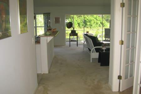 Clean, Private Bed & Bath Suite! - Lehigh Acres - Haus