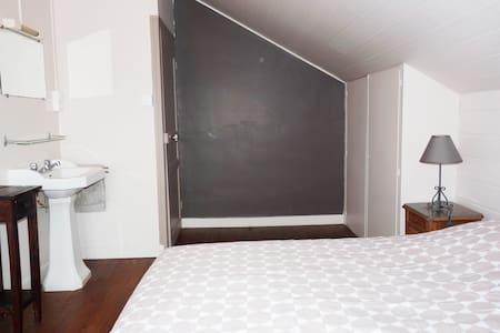 Deux chambres au pied des Montagnes noires - Trégourez - Casa
