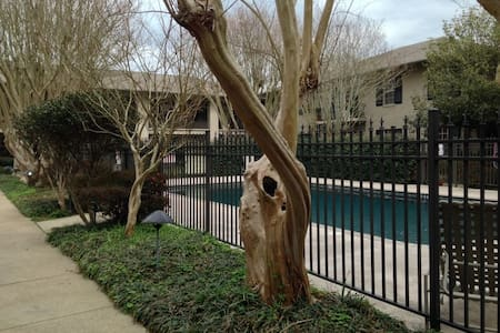 Charming Courtyard Condo - Lafayette - Appartement