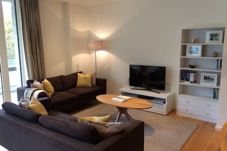 Double Bedroom with Private Bathroom, Olympic Park - Londres