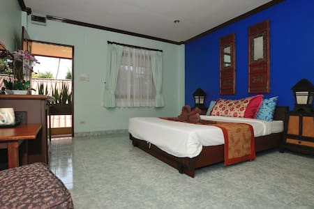 Ben's guesthouse, Koh Samui (right on main road) - Ko Samui