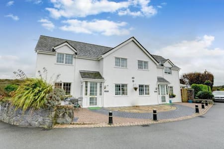 Anglesey cottage in countryside location & beaches - Huis