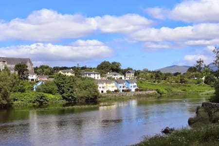 Ideal for Family & Friends - fab views and parking - Kerry