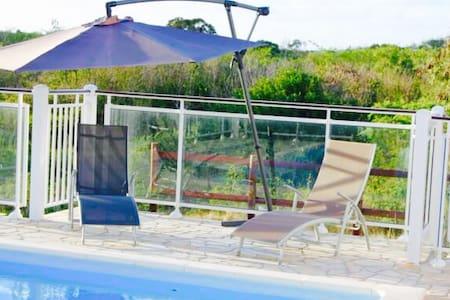 Belle villa créole avec piscine - Ház