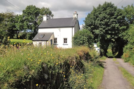 Nadur Cottage, Leap, Skibbereen - Talo