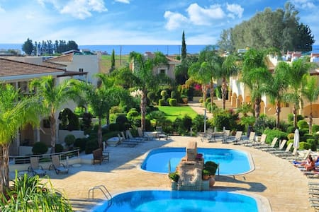 Luxury 2 bedroom apartment in a private resort - Paphos