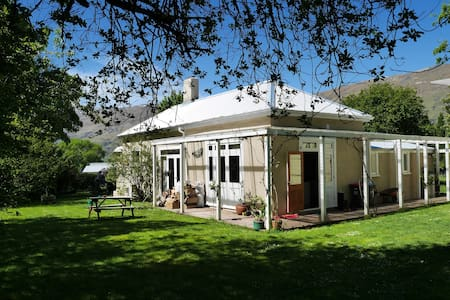 Lake's End Lodge - Rimu Room - Bed & Breakfast
