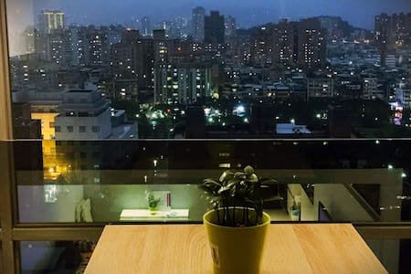 Duplex w/view right next to subway! - Yonghe District - Leilighet