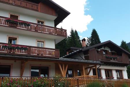 Garnì B&B Rondinella Feder1 Marmolada Dolomiti - Feder - Bed & Breakfast