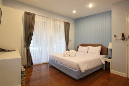Bangsaen Heritage Hotel (Villa C) - Tambon Saen Suk