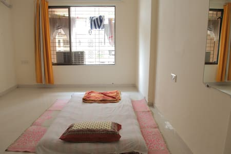 1 Bedroom with Bath @ heart of Bollywood (Andheri) - Wohnung