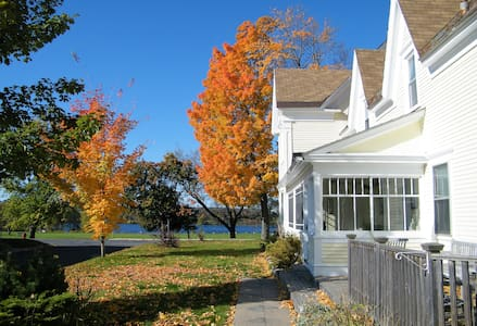 One bedroom apartment in a scenic riverside house - Fredericton