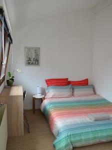 Chambre individuelle dans une maison près de Paris - House