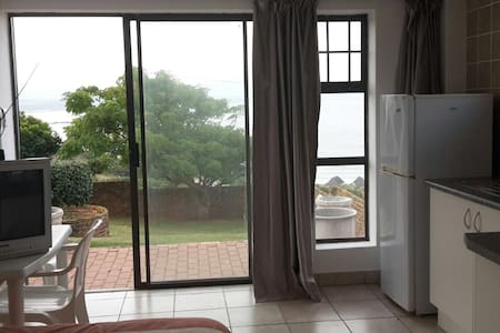 1 Bed Studio apartment w/great view - Mossel bay