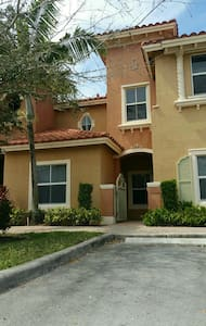 Vacation TownHouse in Pembroke Pines - Townhouse