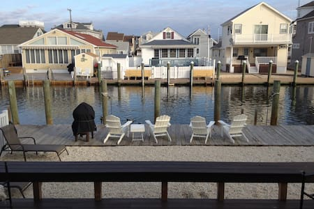 Lagoon front home 3 blocks to beach - Manasquan