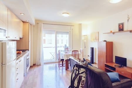 Calm at ten minutes from Girona center. - Apartamento