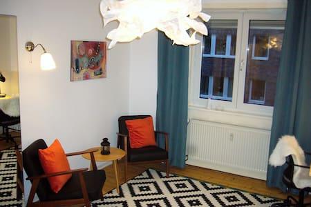 Gemütliches 1-Zimmer-Apartment mit kleinem Balkon - Mannheim - Haus