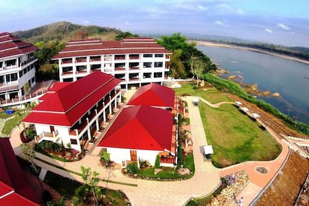Chiangkhan River Mountain Resort - Bed & Breakfast
