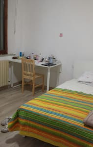 Lovely room in the city center - Apartment