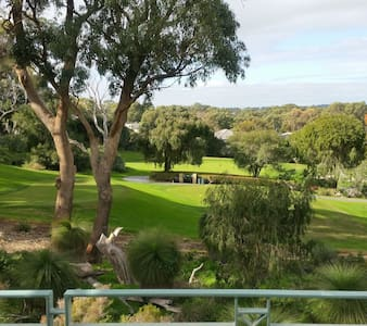 Joondalup Golf Retreat SOMETHING SPECIAL - Casa