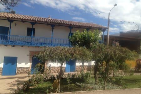 Urubamba cielo azul - Urubamba - House