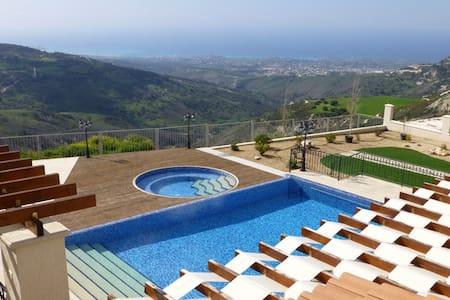 Hills view villa. - Vila