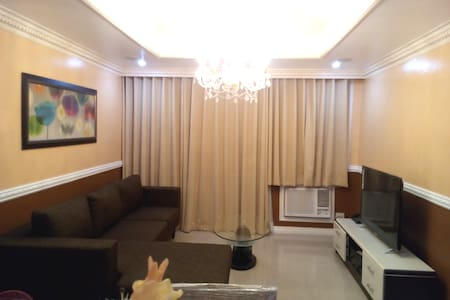 Classic Victorian 2 Bedroom Robinsons Place Malate - Appartement en résidence