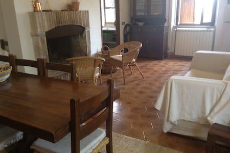 Spoleto casa a schiera nel bosco - Spoleto - Haus