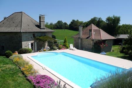 Gîte avec piscine privée à Comiac - Sousceyrac
