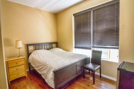 Gorgeous Room in Garfield Park - Chicago - House