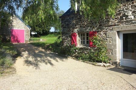 Grande maison en pierre au calme et proche mer - Sainte-Sève - House