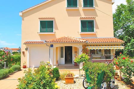 Luxury holiday home - 200m from beach - Vrsi - Villa