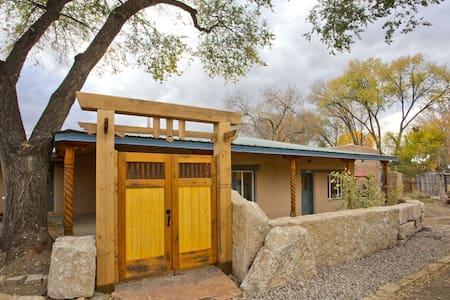 Rio Pueblo Guest House #1 - Taos