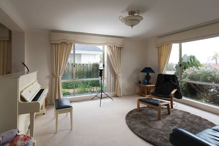 Golf and Ocean, Easy access - Currambine