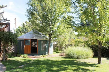 The 36th Street Urban Yurt, in Large Garden Oasis - Boise - Iurta