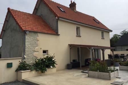 Maison de campagne au calme a 3 kms de Carentan . - House