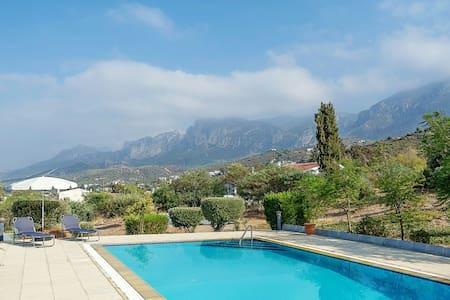 Beautiful Sea and Mountain Views - Edremit - Apartment