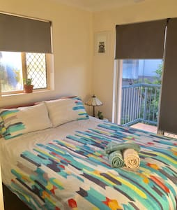 Private, quiet room in townhouse - Yeerongpilly